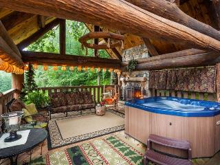 Yogi's Hideaway - Stunning Cabin, Hiking & Tennis, Ellijay