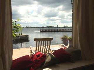 Cozy lake apartment on AAA location between Amsterdam and Utrecht