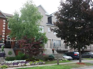 SARA'S PLACE - Beautiful Apt. In The Heart Of Thornhill (B&B Kosher)