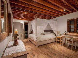 Luxury Villa Marietta in the center of lindos, Lindos
