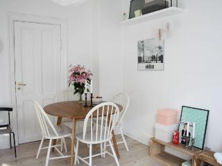 Small and charming Copenhagen apartment at Noerrebro, Copenhague