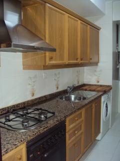 Cocina totalmente equipada (nevera,lavadora,vitro,horno,microondas,....)