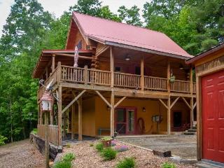 Beautiful Log Cabin in the NC Blue Ridge Mountains