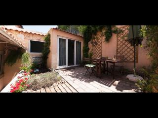 Castelo area: Garden& View