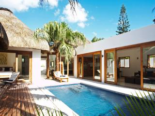 NAVANI VILLA - PRIVATE 2 bedroom romantic villa 500m away from beach