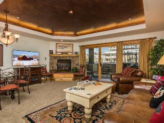 "Canyon Creek : Pool, Hot Tub, Fitness Room. 55"" TV, Steamboat Springs"