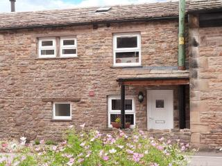 ANVIL BARN, stone-built, mulit-fuel stove, pet-friendly, walks from village, in