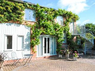 THE STABLES FLAT, cosy apartment, walks from door, ideal touring base, near