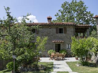 Villa Magnolia-beautiful property in countryside, Cortona