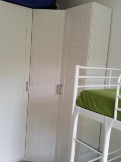 armadio nella seconda camera letto