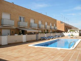 HOUSE FRONT BEACH SWIMMING POOL PRIVATE PARKING, Cubelles