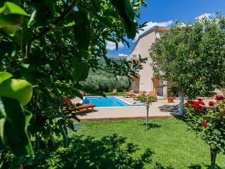 Villa Lucija with swimming pool near Trogir
