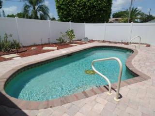 Enjoy Roger's Retreat, Cape Coral