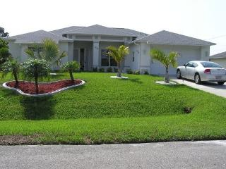 Florida  Cape  Coral   VILLA FOR 2-8, POOL, NICE LOCATION IN THE SUN, GOLFRESORT AND BEACHES VERY CLOSE