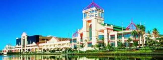 Pacific Fair shopping centre 5 mins away