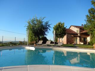 Luxurious villa, private pool, wine, truffles, Piedmond, Italy: Villa Cioccaro