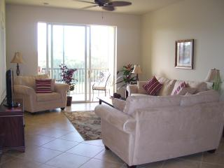 Beautiful Condo in Gated Golf and Tennis Community, Napels