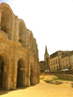 1 hour from Avignon, 1 hour from Arles, 1 hour from Nîmes