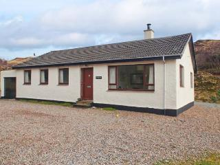 TORGORM, ground floor, pet-friendly with stunning views, woodburner, close Skye, Glenelg Ref 22604