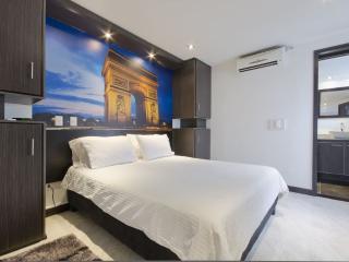 Paris Themed Executive Apartment, Medellín