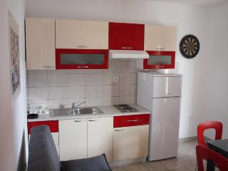 Amy apartment-West, Slatine