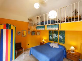 Yellow Sorrento Apt on two levels - B&B - Meta - Sorrento Coast
