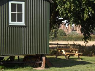 Grounds Farm Shepherd's Hut, Kenilworth