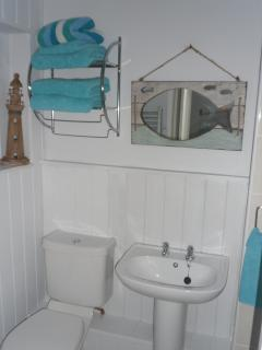 bathroom - beach hut apartment