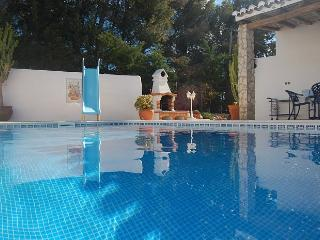 Casa Rostra, secluded pool area, close to several restaurants and a beach
