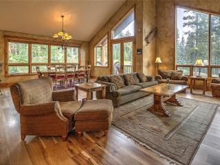 Ski-in/Ski-out! Stunning 4 bd mountain chalet w/ private hot tub!
