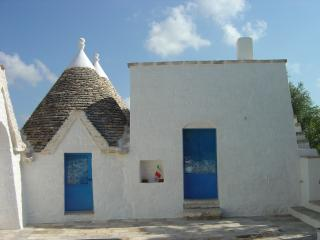Trullo Azzurro Due: Beautiful historic property in a lovely setting, Locorotondo