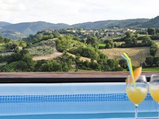 appartamento in casa di campagna con piscina, Spoleto