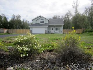 Sunny Like New Custom well furnished Home, Wasilla
