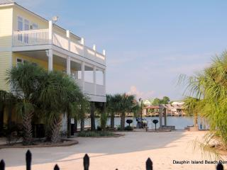 New Townhouse on beautiful Indian Bay with incredible water views, Dock, Pool Access, Dauphin Island