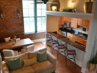 Loft on Congress at City Market! SVR 00305, Savannah