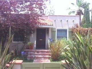 NEW Adorable 2 Bedroom 2 Bath HOUSE with Yard  (4609), Los Angeles