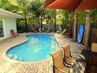 Large 5 Bedroom Tropical Oasis with Private Heated Pool, Fort Lauderdale