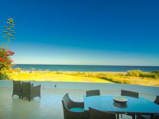 First line beach house in private urbanization, Casares