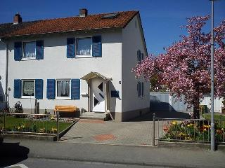 Vacation Apartment in Konstanz - 215 sqft, quiet, comfortable, bright (# 5336), Constance