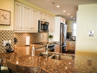 Somerset 303 - Great Location, Beachfront Condo!, Marco Island