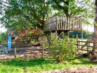 CARIAD COTTAGE, pet-friendly wheelchair-friendly cottage in countryside, woodbur