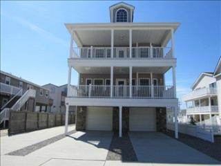 Beachblock (South End Location) - 5 Bedrooms - Covered Deck
