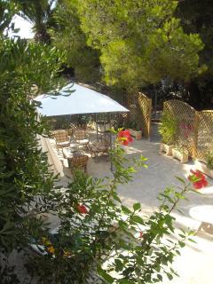 jardin privado loft zona de descanso - el pino maritimo lleva frescura