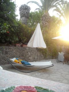 jardin privado loft - una cama muy comoda para dar una siesta despues de la playa