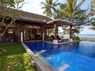 Beachfront Villa, Private Pool, 5 adults + 4 kids