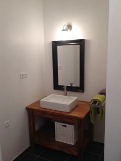 En suite shower room to bedroom Hérisson.