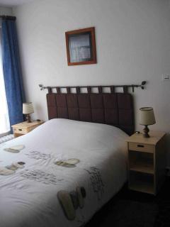 Chambre avec lit 190x140cm