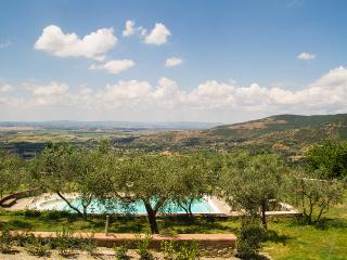 The Orangery: Cortona holiday villa with private pool and garden