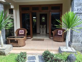 5 Bed 3 Bath KUTA-Villa JEPUN inc breakfast daily, Kuta