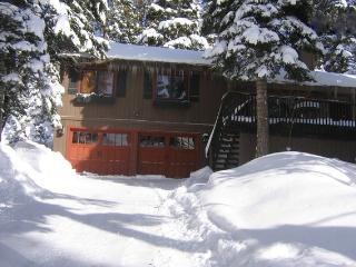Ski & Relax! Lakeside Agate Bay w/ Hot Tub & Beach, Tahoe Vista